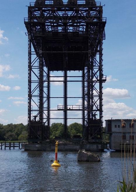In einem erstaunlich guten Zustand nach über 60 Jahren hat es der örtliche Freundeskreis geschafft, die Brücke sogar beweglich zu halten.