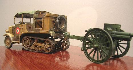 Als Zugmaschine für das 75mm Geschütz aus dem WW I.