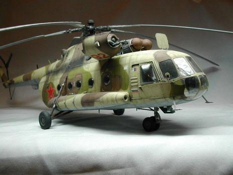 Mit Drei-Farben-Tarnkleid der russischen Hubschrauberkräfte in der Version als Transporthubschrauber.