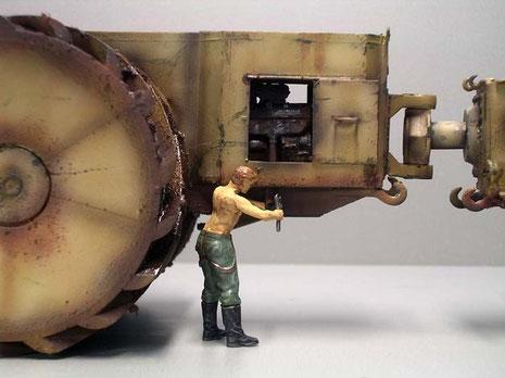 Die beiden Motoren sind jeweils durch seitliche Wartungsklappen zugänglich.