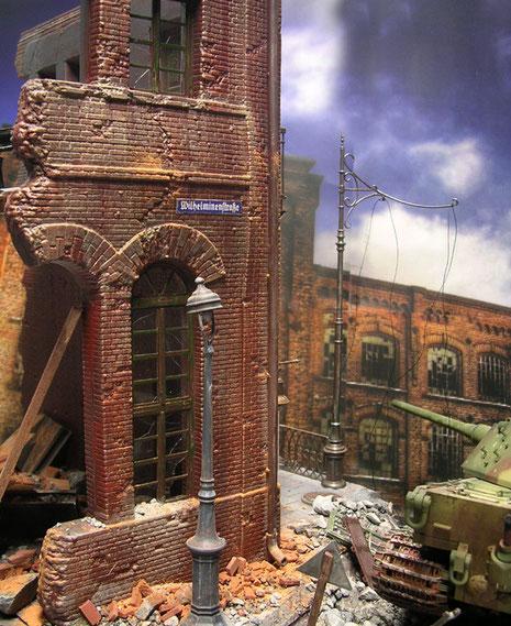 ...in den Trümmern von Berlin(?)..
