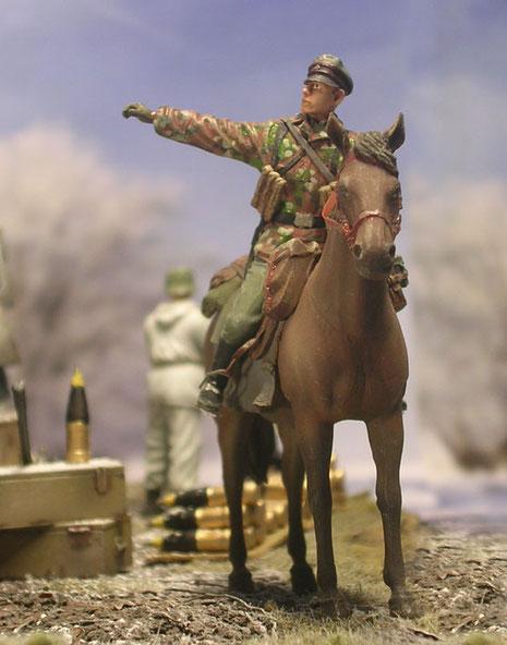 Die Reiterpatroille fragt nach dem Weg bei ihren Kameraden.
