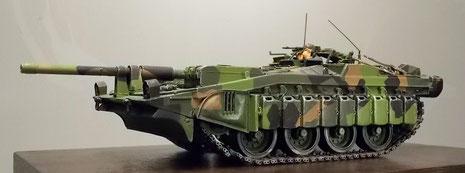 Die extrem flache Silhouette macht den S-103 zu einem perfekten Panzerjäger.