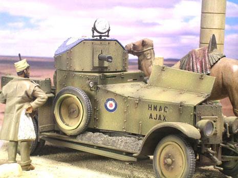 Im genieteten Turm das Vickers MG.