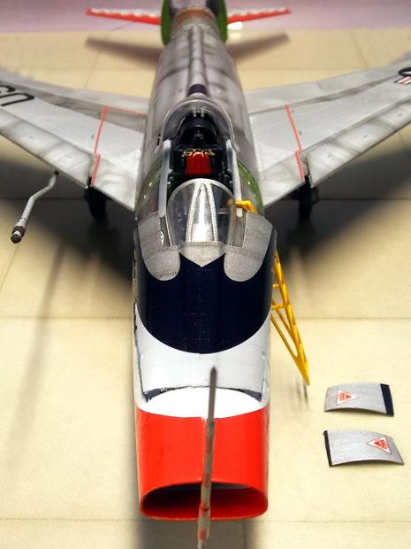 """Die markanten Markierungen der """"Thunderbirds"""" betonen das aggressive Erscheinungsbild der F-100."""