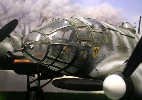 Glaskanzel mit MG-15 als Bugbewaffnung.