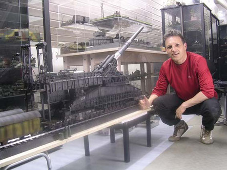 Im direkten Größenvergleich sicher kein reines Tischmodell mehr
