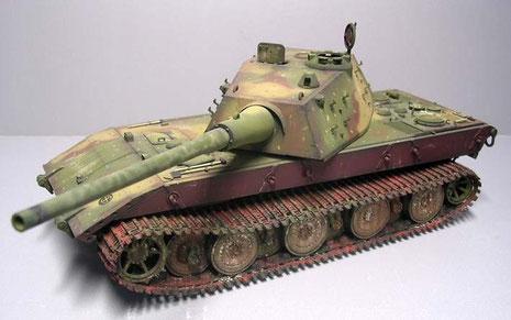 Mit der 128mm Kanone wäre der E-100 sicher in der Lage gewesen, Feindpanzer bis zu 3000 Metern zu bekämpfen.