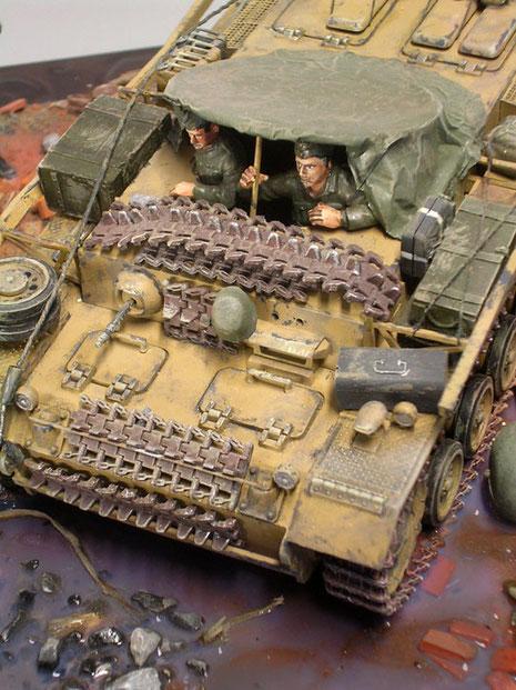 Bewaffnet waren die Munitionpanzer teilweise noch mit ihrem Bug-MG. Ansonsten wurde jede Fläche für das Mitführen von Ausrüstung und Zuladung genutzt.