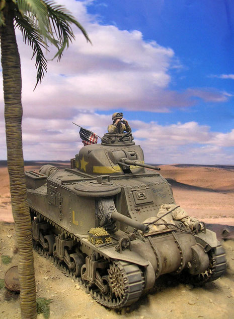 Die Sandsäcke am Bug sollten den Panzerschutz ein wenig erhöhen. Staubblenden um die Rohrwiege sollte das Eindringen des Wüstensandes an die empfindlichen Teile des Geschützes verhindern.