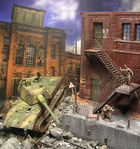 Mit einem Hintergrundbild versehen wird die Szene dramatisch in der Endzeitstimmung.