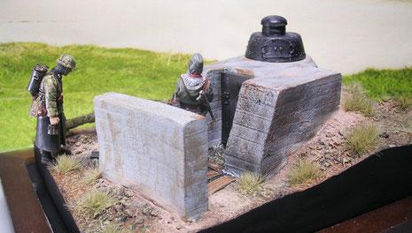 Bunkerrückseite ist mit einer Betonschutzwand gesichert.
