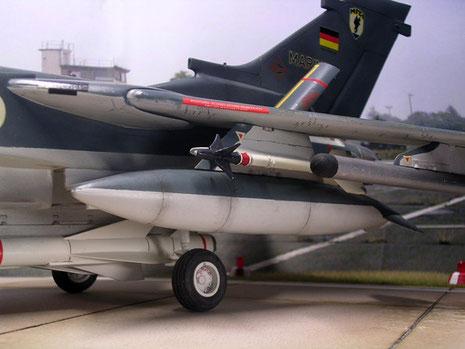 Zusatztanks und Luft-Luftraketen.