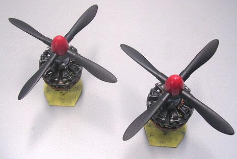 Die Vierblatt-Schrauben mit rotgespritzen Spinnern.