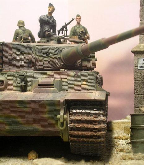 Auf der linken Seite der Bugplatte: das Zeichen des II.SS. Panzerkorps aufgetragen in rosa!