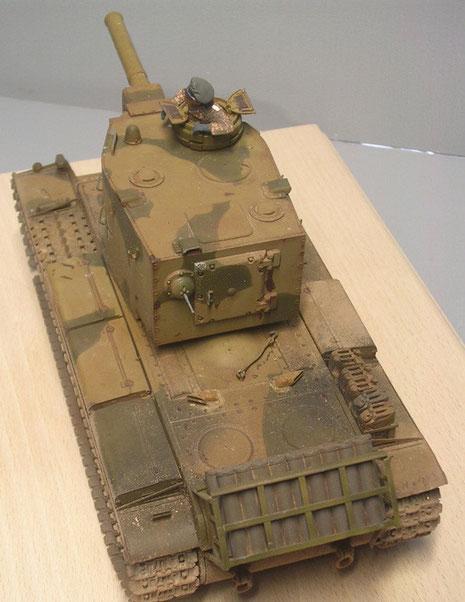 Am Heck der improvisierte MUnitionsbehälter für 20 Granaten für das Turmgeschütz.