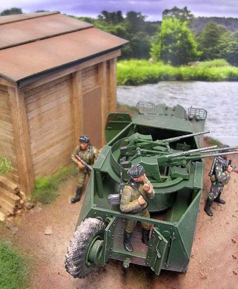 In den Basis-Schützenpanzer wurde auf eine Drehlafette die Vierlings-Flak mit den 14,7mm MG's eingebaut.