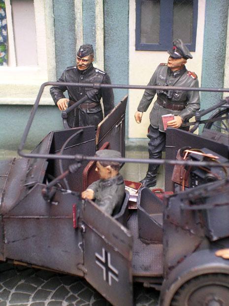 Offizier und Adjutant bereit zum Einsteigen