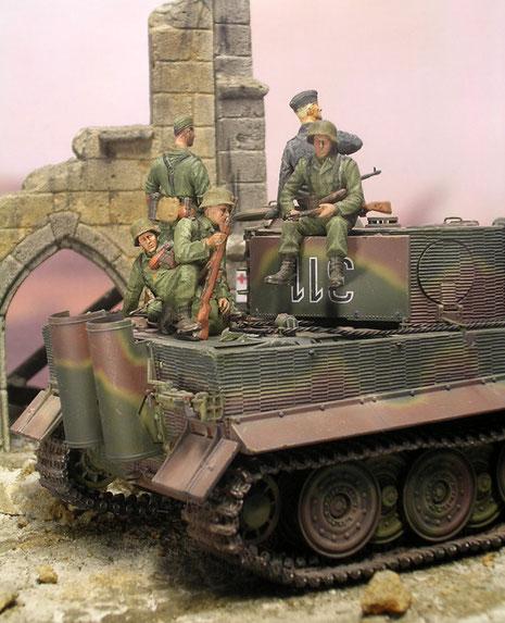 Aufgesessene Infanterie als Begleitschutz.