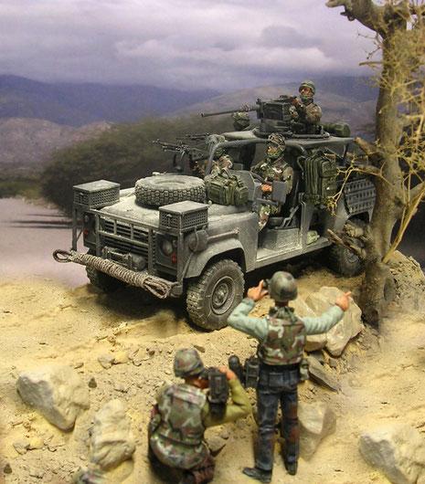 Vier, schwer bewaffnete Ranger sind auf ihrem Rover schon eine bedrohliche Erscheinung.