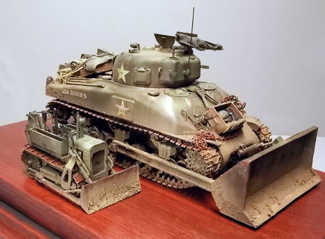 Die Räumschaufel des Shermans ist fast 4x so gross!