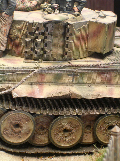 Details des Zimmerit-Anstrichs des Tigers. Eine frühe Ausführung-noch mit den Gummibandagen um die Laufrollen.