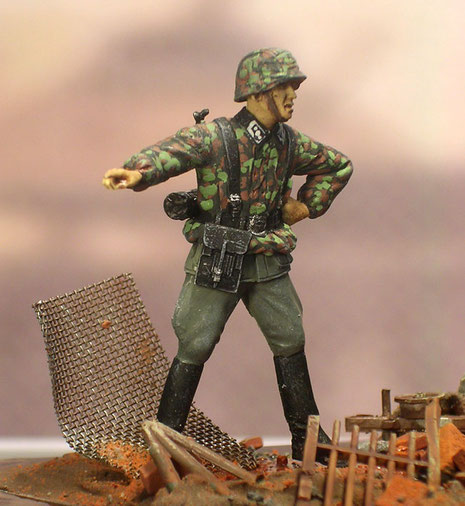 Aktion durch dynamische Grundhaltungen der Figuren beleben die Szene.