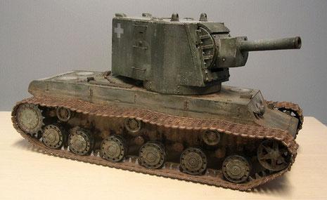 Auch die Kanonenblende ist stark überpanzert und treibt das Gewicht weit über 50 Tonnen.
