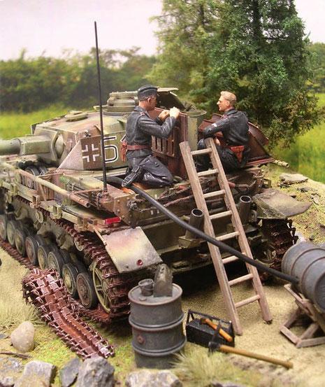 Auch das Tanken des so raren Sprits gehört zu den Schlachtvorbereitungen.