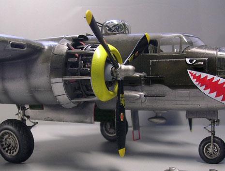 Motorgondeln wurden beidseitig mit abgenommenen Wartungsklappen für ein Diorama dargestellt.