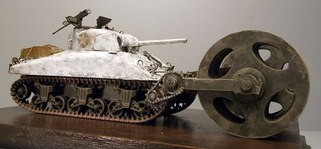 Hier kann man gut nachvollziehen, daß die Shermans mit dem Gerät nur noch im einstelligen Kilometerbereich vorwärtskamen.