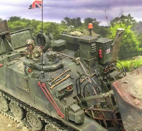 Vorne rechts der zweifache Kommandantenturm, wobei jeder für eine Fahrtrichtung genutzt wird.