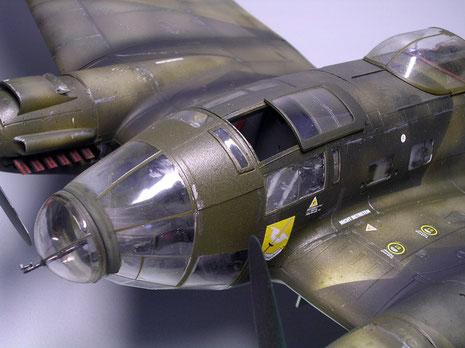 Cockpitkanzel mit geöffnetem Schiebefenster, um Einblick in das detaillerte Cockpit zu geben.
