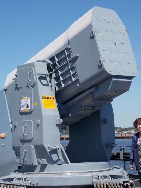 RAM-Flugkörpersystem in Nachrüstung statt dem zweiten 76mm-Geschütz.