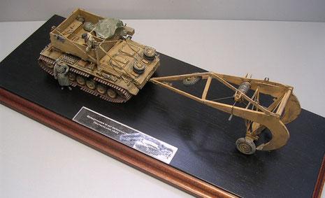 Hier wird die Größe des Bergeankers im Verhältnis zum Bergepanzer III deutlich.
