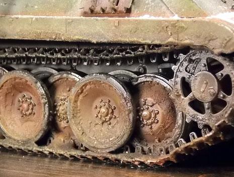 Schlamm und Schnee zeugen von dem schweren Boden der Ardennen Ende 1944.