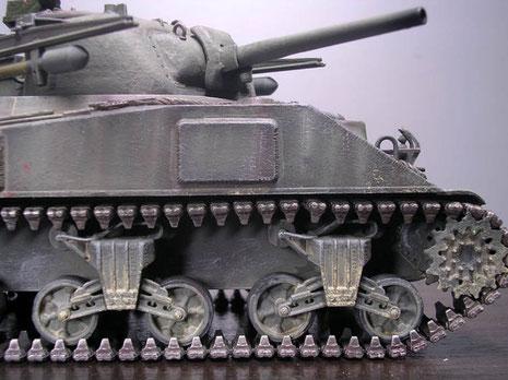 An den Wannenseiten die Zusatzpanzerung für die Munitionslagerungen.