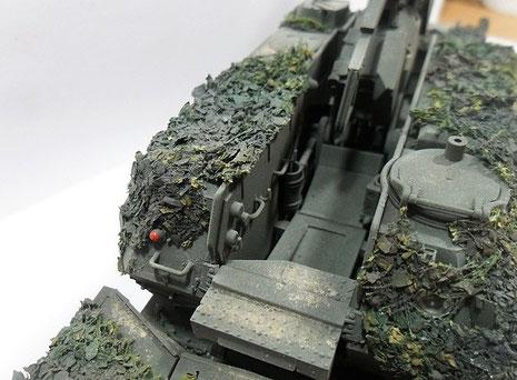 Die MUnitionszuführung erfolgt im Turm automatisch aus dem mitgeführten Magazin-dadurch ist eine schnelle Schussfolge gewährleistet-