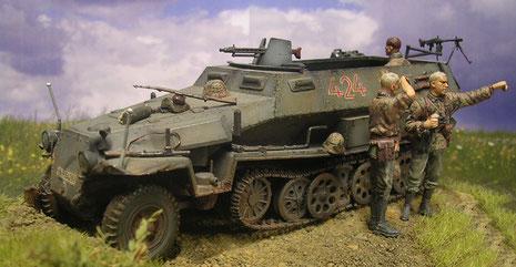 Das Laufwerk passt sich leicht dem unebenen Boden an. Hier sieht man das das Panzergrau der frühen Kriegsjahr zwar unscheinbar, aber für Gelände nicht unbedingt perfekt war.
