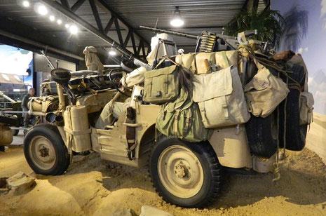 Jeep SAS, vollgepackt, als käme er gerade vom Long-Range-Aufklärungsauftrag...