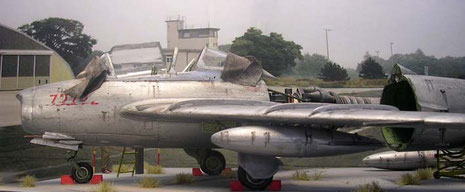 """Die Planen für die provisorische Cockpitabdeckung sind für den """"Tag der offen Tür"""" zurückgezogen worden."""
