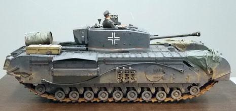 Umgespritzter britischer Churchill MK.III als Beutefahrzeug für Lernzwecke der Truppe.