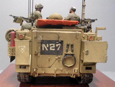 Geänderter Heckbereich mit Tank und Batteriefach.
