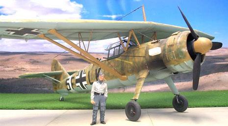 Stabile Flügelstützen sorgen insgesamt für große Flugstabilität. das entsprechende Gegenstück auf britischer Seite war die Westland Lysander.