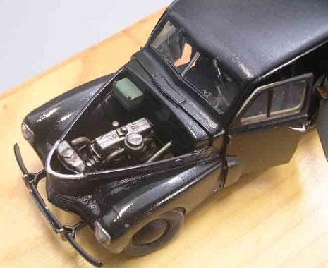 Kofferaum und Motorhaube bleiben abnehmbar. So kann man noch etwas von dem Motor sehen.
