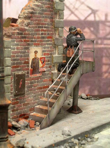 Der schöne Treppenaufgang ist mit Resin-, Plastikcard und Draht gestaltet worden. Heller Staub in den Fugen erfolgte durch finale Pigmente von MIG.