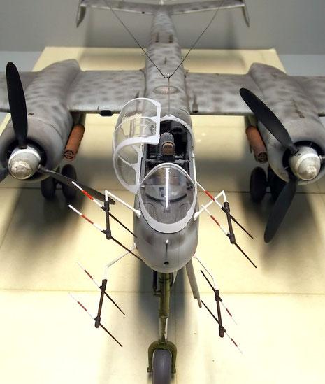 Am Bug das vierteilige Lichtenstein-Gerät FU-202 mit den parallel ausgerichteten Polantennen.