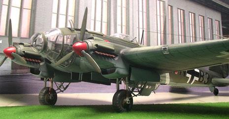 zeigt die He-111-P ihre wahre Größe.
