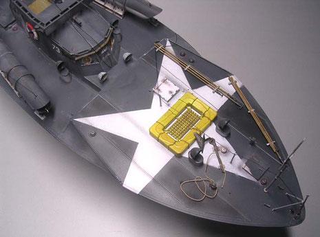Unter der Rettungsinsel der großformatige Allierten-Stern als Fliegererkennung.