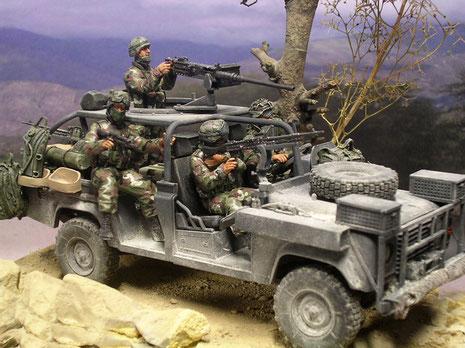 Sprung- und abwehrbereit wird der Combat-Wert des Fahrzeuges eindrucksvoll untermalt.
